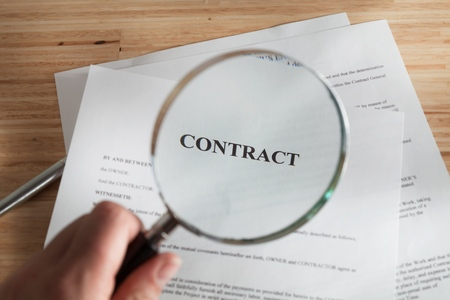 reading glass: Contract.
