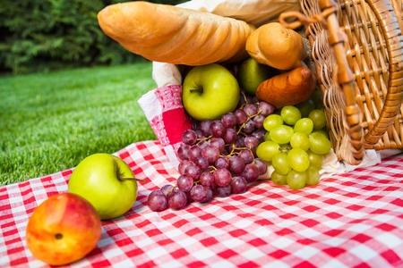 canastas con frutas: Picnic.