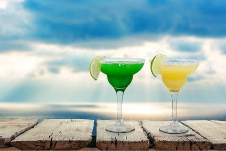 descriptive color: Cocktail.