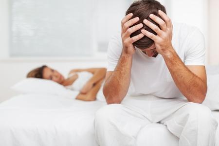 un homme triste: Sexuel. Banque d'images