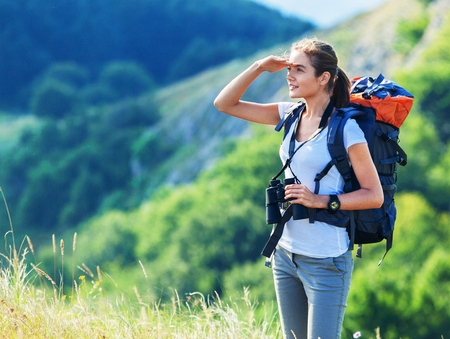 mujer mirando el horizonte: Excursionismo.