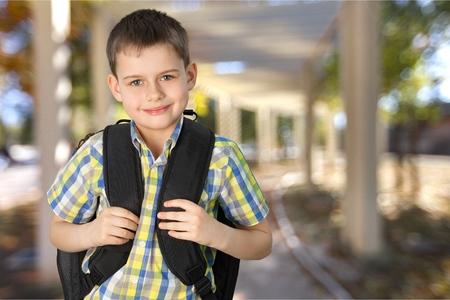 ojos marrones: Niño. Foto de archivo