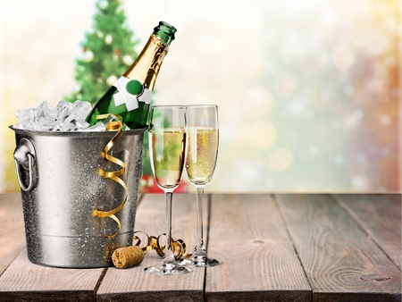 brindisi champagne: Vigilia di Capodanno. Archivio Fotografico