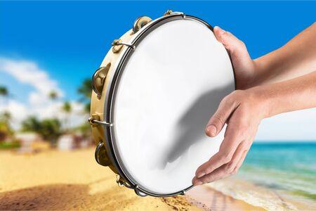pandero: Instrumento musical.