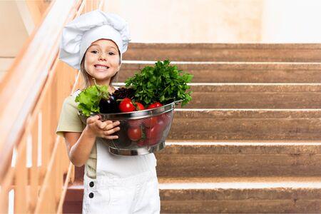ensalada de frutas: Niño. Foto de archivo