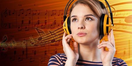 personas escuchando: Música. Foto de archivo