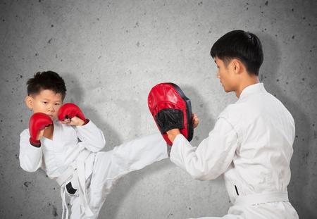 mujeres peleando: Karate.