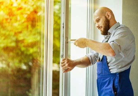 Travailleur d'installation Windows. Banque d'images - 80054661