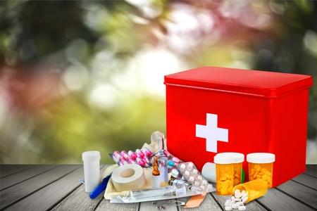 Erste-Hilfe-Kit Standard-Bild - 80434508