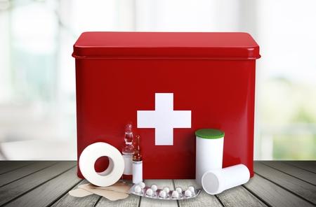 Trousse de premiers secours. Banque d'images - 80434207