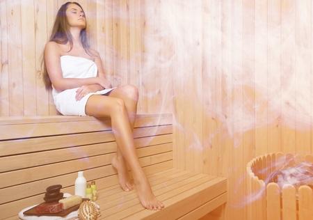 Vrouw in sauna.