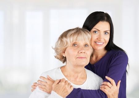 어머니와 할머니.