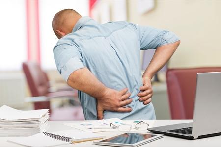 オフィスで背中の痛み。