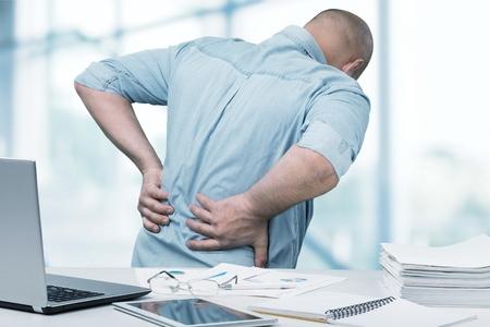 Dolor de espalda en la oficina.