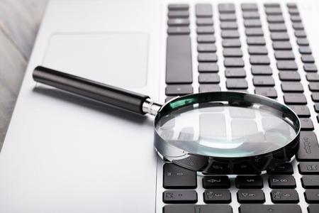 Computer portatile con lente d & # 39 ; ingrandimento
