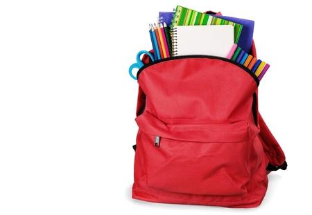 배경에 빨간색 학교 배낭입니다. 스톡 콘텐츠