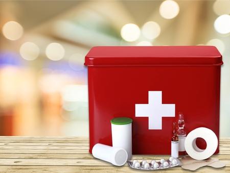 Premiers secours emballent Banque d'images - 82863618