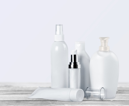 Set of cosmetic products in white containers Banque d'images