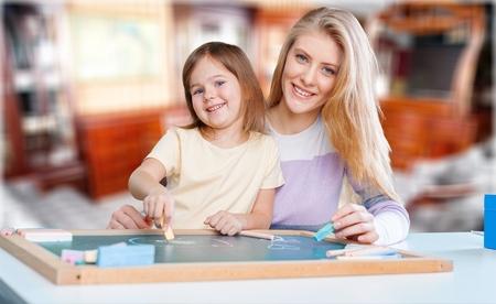Moeder en kind thuis Stockfoto