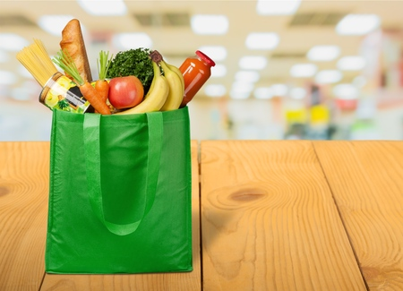 Shopping bag with variety of grocery products, close-up view Banque d'images