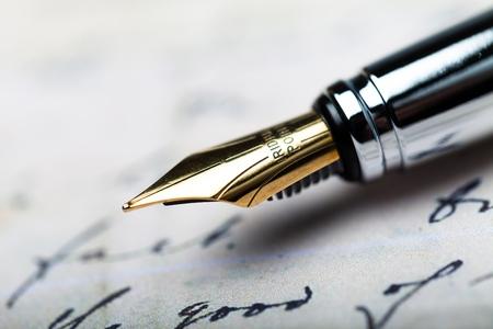 Iridium Point-vulpen die op de Brief liggen - sluit omhoog