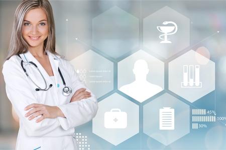 Femme médecin au bureau, infographie et infographie médicale sur les hôpitaux Banque d'images - 90548864