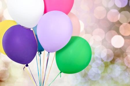 Bos van kleurrijke ballonnen op achtergrond Stockfoto - 91054579