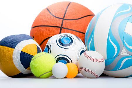 白い背景の上のスポーツ ボール 写真素材