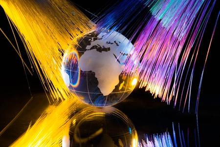 Glaskugel gegen Faseroptik Hintergrund