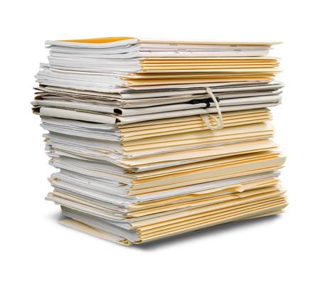白い背景に隔離されたドキュメントを持つファイル フォルダ