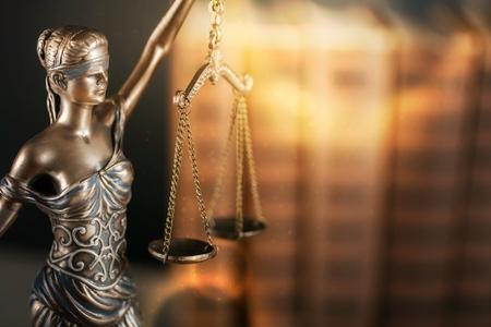 Oficina legal de abogados y abogados modelo de bronce legal estatua de Themis diosa de la justicia.
