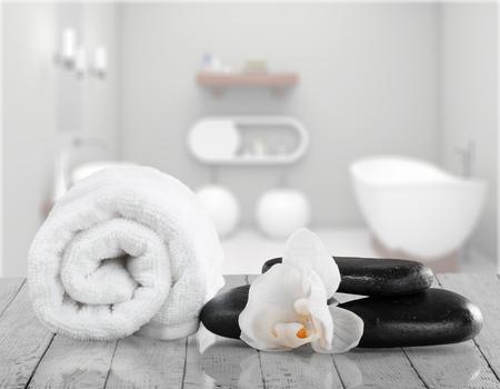 towel, gladiola and pebbles for massage 版權商用圖片 - 91812395