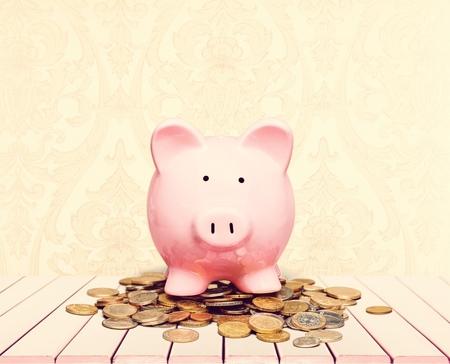 Overloaded Piggy Bank Stok Fotoğraf - 92253431