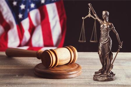 Hamer op rechter bureau Stockfoto - 93454524