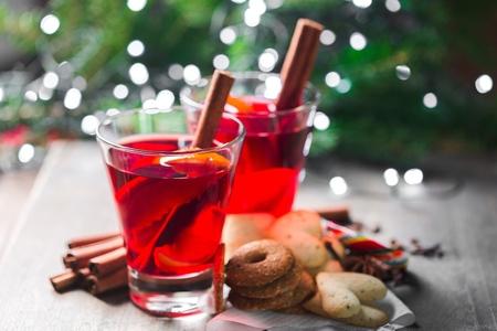 Winter hot drink and christmas cookies Standard-Bild