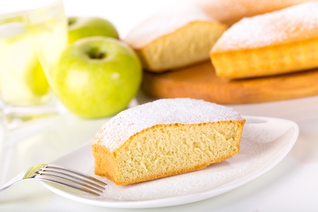 close up of piece of cake with icing sugar Standard-Bild