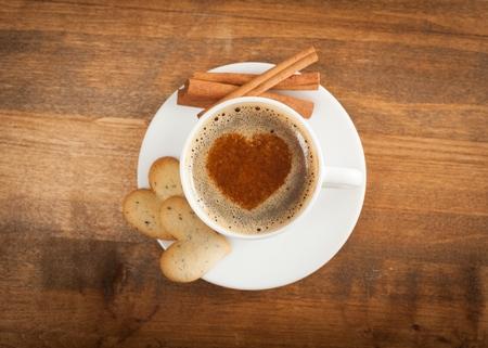 Cinnamon sticks, coffee cap and cookies on papyrus Standard-Bild