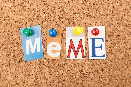 Meme on corkboard in cutout letters Foto de archivo