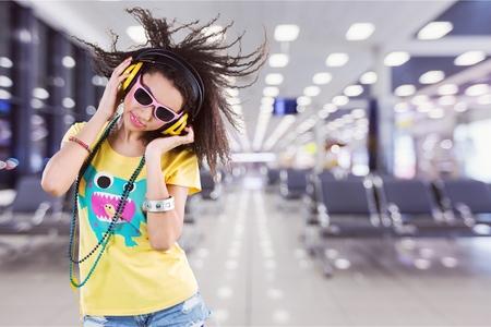 Woman dancing and listening music with headphones 版權商用圖片
