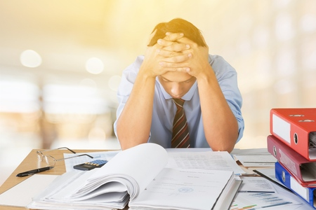 Frustrated office manager overloaded with work. Фото со стока - 96843953