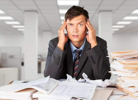 Frustrated office manager overloaded with work. Standard-Bild - 98615318
