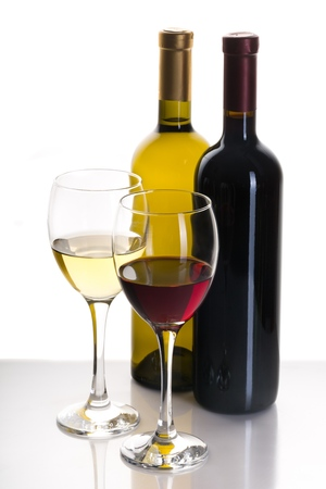 Bottles and Glasses of Red and White Wine Stockfoto