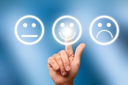 Geschäftsmann berühren Emotionsikone Standard-Bild