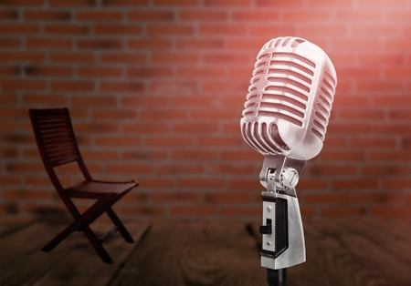 microphone on a stand up stage 版權商用圖片