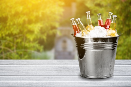cubo o botellas de refresco