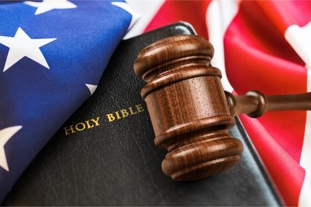 Justice gavel on holy bible Banco de Imagens