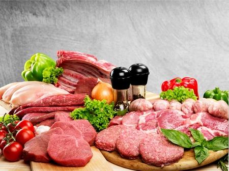 Sfondo di carne cruda fresca con verdure