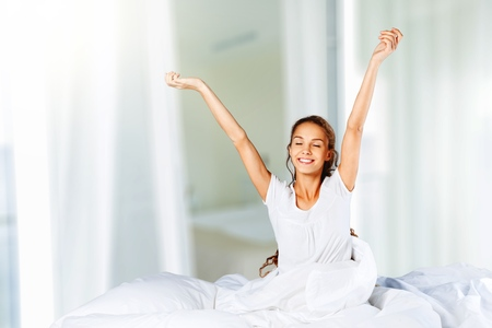 Gelukkig gezonde vrouw achteraanzicht wakker Stockfoto