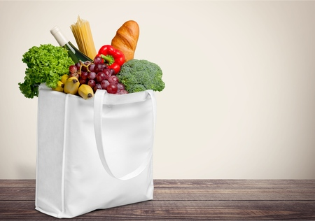 Shopping bag with vegetable