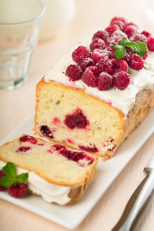 Cake with Raspberry Toppings Stockfoto